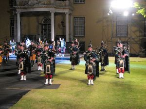 16 Pipes and drums