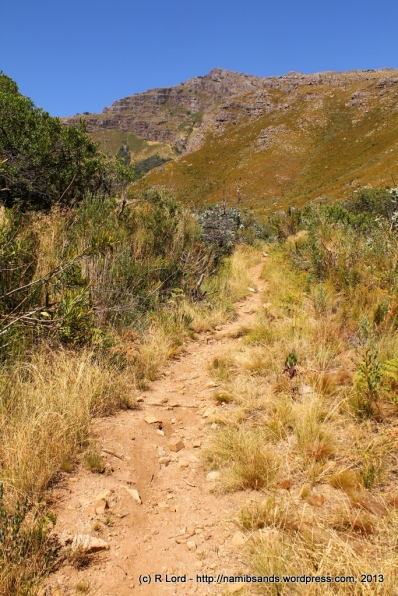 The gravel path leads us upwards into the mountains