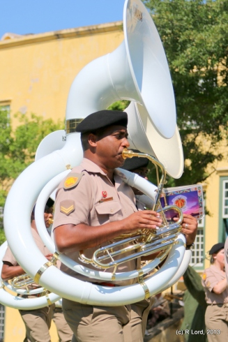 I think this is a sousaphone